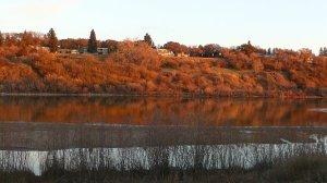 Le bord de la riviere Saskatchewan