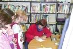 Séance impromptue de signatures après la présentations