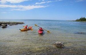En kayak vers le large