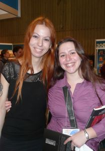 Ariane Gelinas et une amie auteure resplendissantes