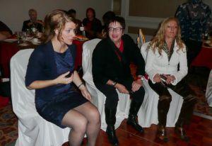 Souper de l'AFAF-Toronto : NathalieFortin des Chiclettes et deux convives