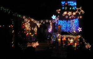 Décorations de Noel sur une maison de Mississauga... On ne lésine pas sur les kilowatts!