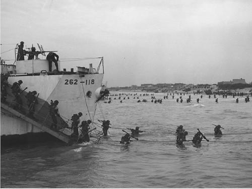 Débarquement des Canadiens à la plage de Juno, 6 juin  1944