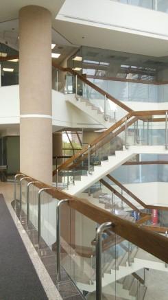 Architecture intérieure avec escalierz