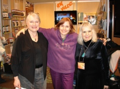 Nancy Vickers, Michèle, Cécile à un salon de l'Outaouais
